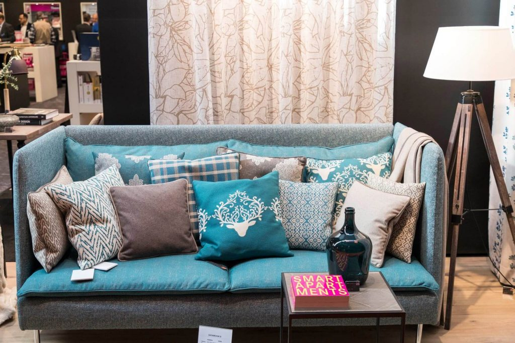 CASA Impressionen 2019 Sofa und Pölster